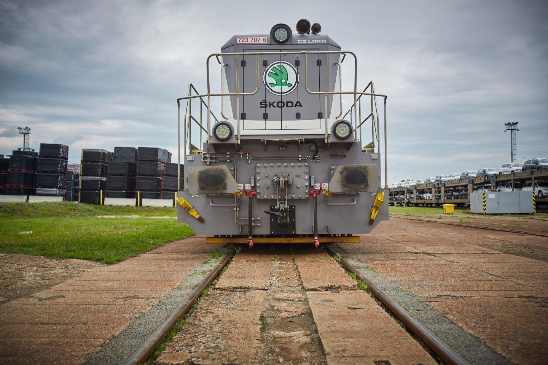 transporte-vehiculos-tren-skoda